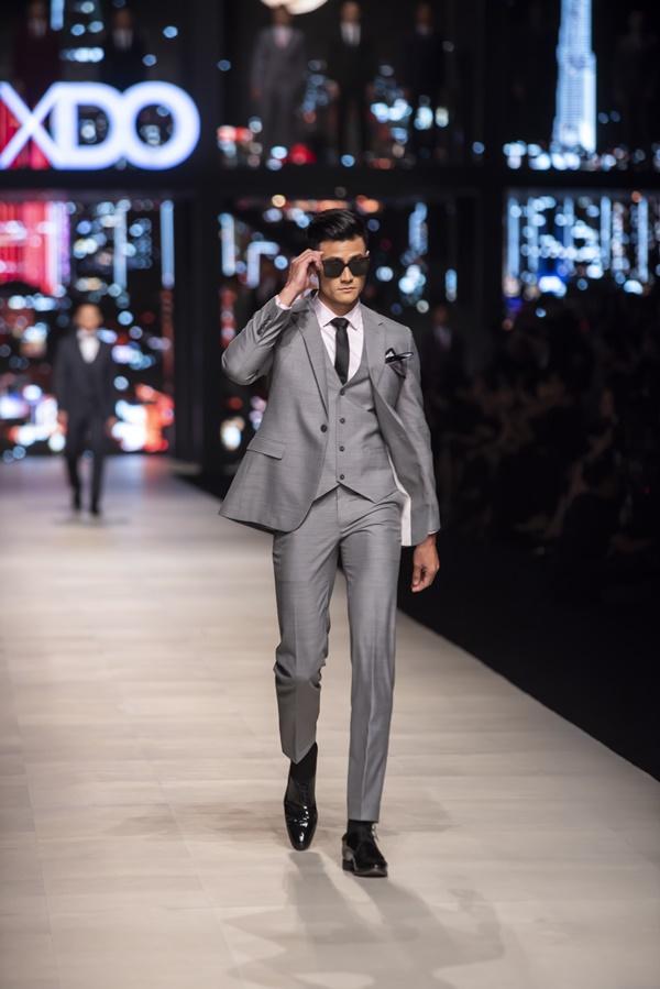 Sau 4 năm 'ở ẩn', siêu mẫu Vĩnh Thụy tái xuất với ngoại hình cực phẩm tại show thời trang của Đỗ Mạnh Cường 2