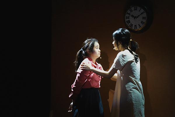 Lạc vào giữa hai thế giới thực và ảo với vở nhạc kịch English Performance 2020 của teen Ams 3