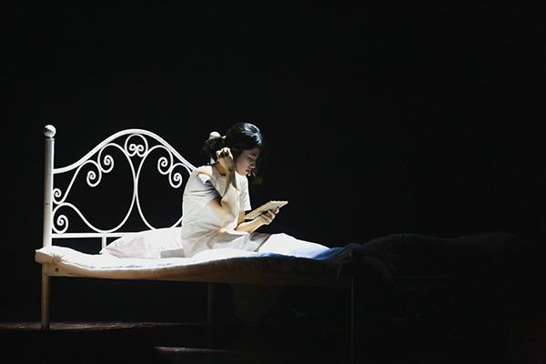 Lạc vào giữa hai thế giới thực và ảo với vở nhạc kịch English Performance 2020 của teen Ams 2