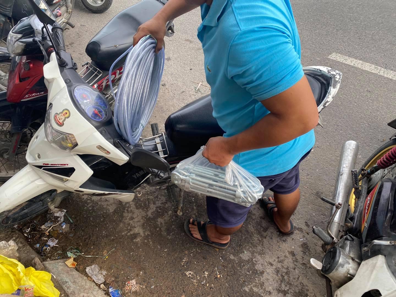 Người dân Đà Nẵng đổ xô mua vật dụng chằng chống nhà cửa đối phó 'siêu bão' số 9 Molave đổ bộ 3
