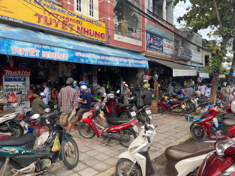 Mọi người cùng chủ động ứng phó trước cơn bão số 9.Ảnh Page Đà Nẵng.