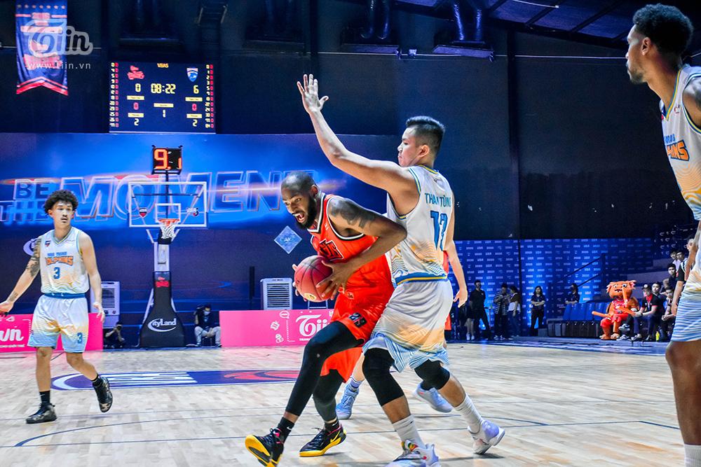 Darrell Miller trở thành cái tên được nhắc đến nhiều sau trận đấu Danang Dragons gặp Nha Trang Dolphins tối qua, diễn ra tại nhà thi đấu VBA Arena.