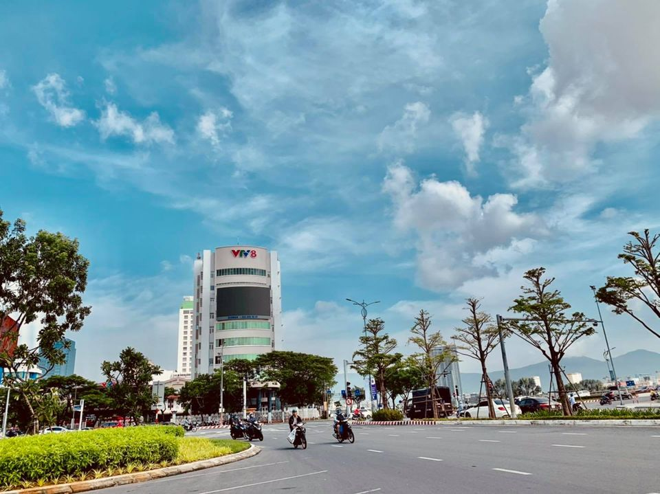 Sáng 27/10, thời tiết ở Đà Nẵng nắng ráo, cũng trong ngày hôm nay, cơn bão số 9 Molave sẽ đổ bộ vào đất liền Việt Nam. Thành phố Đà Nẵng là một trong những địa phương chịu ảnh hưởng trực tiếp của cơn bão này.
