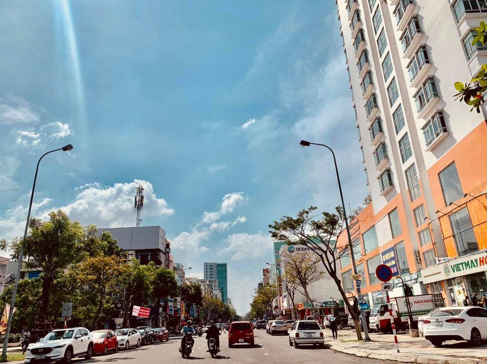 Trước bão số 9: Trời Đà Nẵng trong xanh, người dân không chủ quan, khẩn trương chằng chống nhà cửa 2