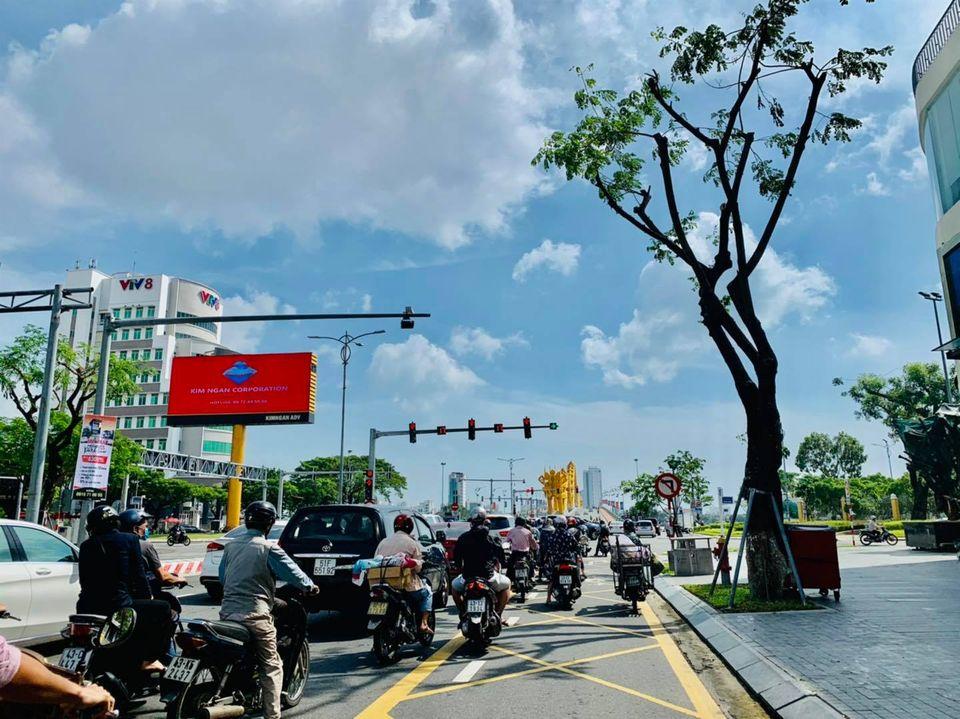Trước bão số 9: Trời Đà Nẵng trong xanh, người dân không chủ quan, khẩn trương chằng chống nhà cửa 4