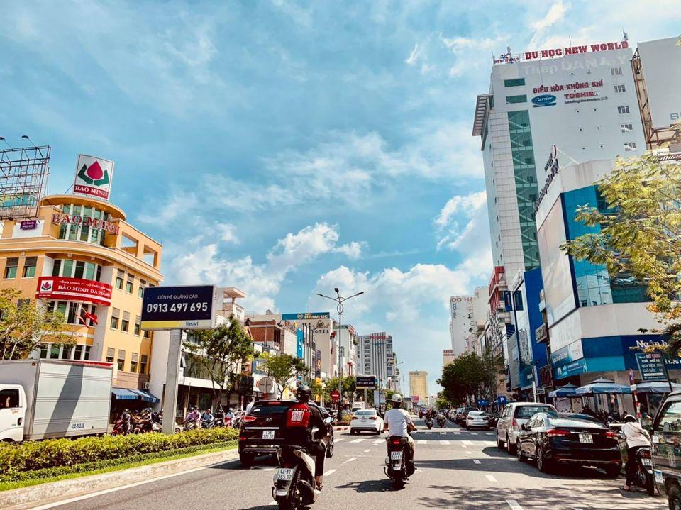 Trước bão số 9: Trời Đà Nẵng trong xanh, người dân không chủ quan, khẩn trương chằng chống nhà cửa 5