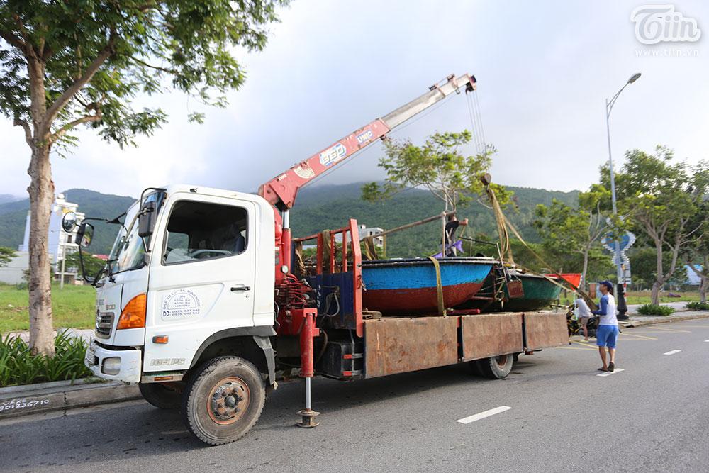 Trước bão số 9: Trời Đà Nẵng trong xanh, người dân không chủ quan, khẩn trương chằng chống nhà cửa 13