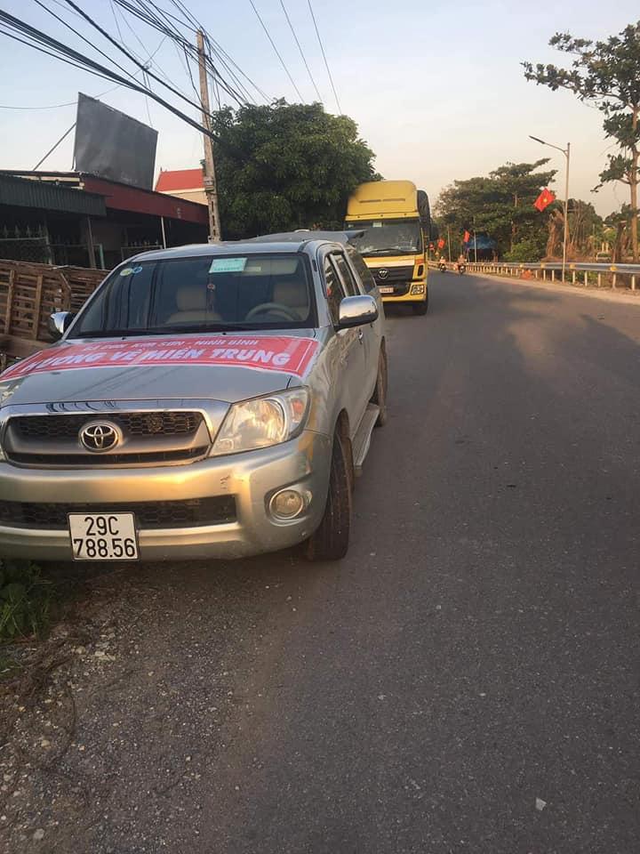 Đoàn từ thiện về miền Trung bị hỏng xe trong đêm: 'May mắn gặp được người tốt nên hành trình không gián đoạn' 2