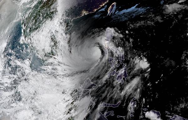 'Siêu bão' số 9 nhìn từ ảnh vệ tinh: Hoàn lưu rộng, bao trùm toàn bộ tâm bão 1