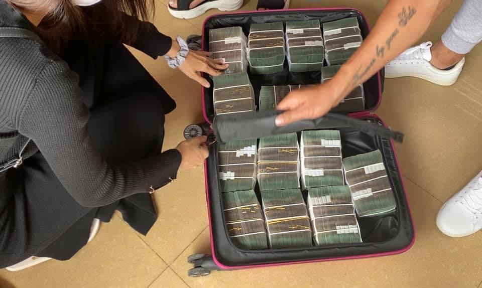 Vừa quay lại miền Trung, Thủy Tiên nhanh chóng chia team hoạt động viện trợ, gọi chồng là 'bảo vệ xách vali tiền' 4