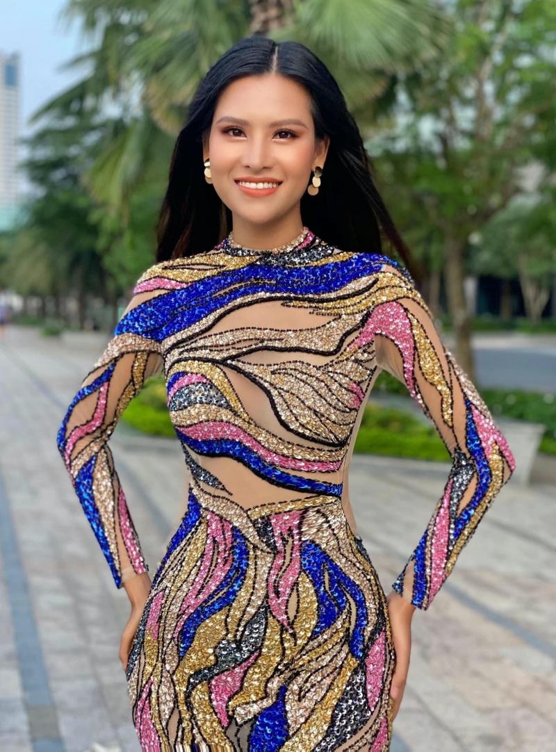 Váy xuyên thấu 'gây bão' của Thái Thị Hoa lọt top trang phục dạ hội đẹp nhất Miss Earth 2020 0