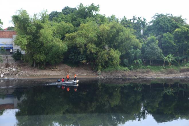 Cận cảnh hiện trường nơi 2 nghi phạm cướp tài sản rồi đẩy nữ sinh Ngân hàng xuống sông Nhuệ tử vong 5