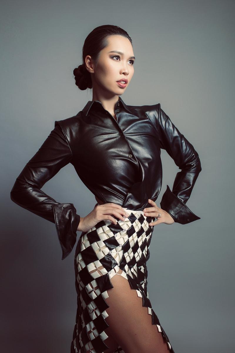 Không cần mặc bikini, siêu mẫu Hà Anh vẫn phong thái ngời ngời 5
