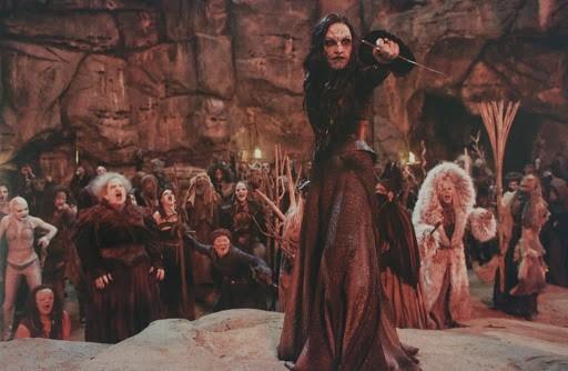 Ám ảnh với những nghi lễ phù thủy trên màn ảnh rộng 1