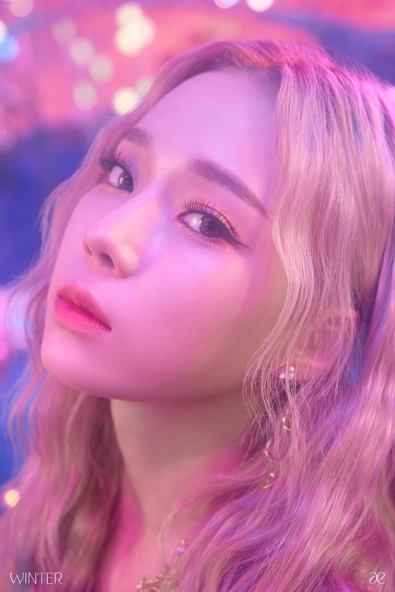 Winter được SM giới thiệu là thành viên người Hàn và năm nay đã được 19 tuổi, sở hữu giọng hát và khả năng vũ đạo điêu luyện.