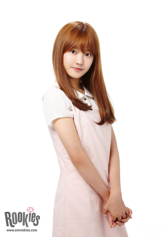 Ningning – nữ trainee người Trung Quốc đã được SM giới thiệu từ năm 2016 và đã thực tập đến 4 năm. Cô được cho là người duy nhất trong SMROOKIES còn ở lại SM.