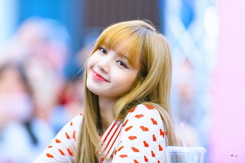 Lisa (Black Pink) – thành viên ngoại quốc đầu tiên được ra mắt của YG – vốn nhận được rất nhiều tình cảm yêu mến từ fan quốc tế.