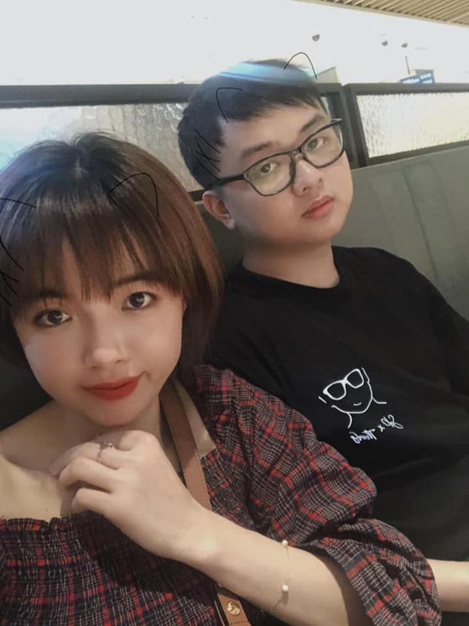 Cặp đôiSofM và cô bạn gái tên Hoài Thương.