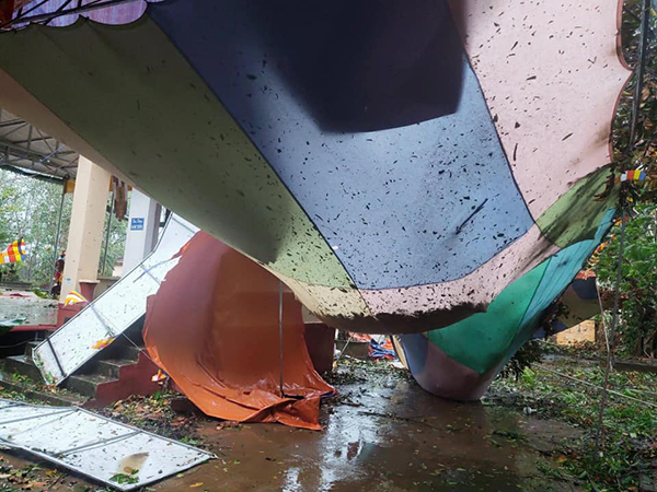 Nhiều trường học tốc mái, hư hỏng nặng nề do ảnh hưởng của cơn bão số 9 6