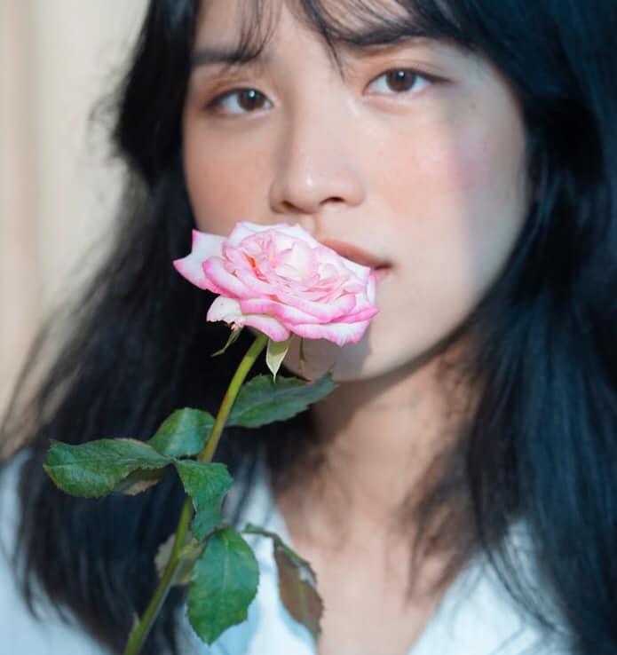 Hoa hồng là loại hoa mà nữ giảng viên yêu thích, cô dành rất nhiều thời gian để chăm chút cho những đóa hồng của mình