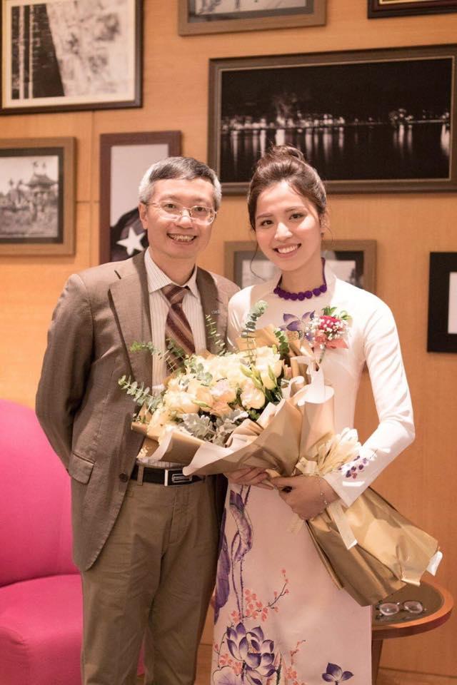 Mặc dù đã là giảng viên đại học, thông thạo 3 thứ tiếng nhưng Hồng Nhung vẫn luôn nỗ lực trau dồi kiến thức