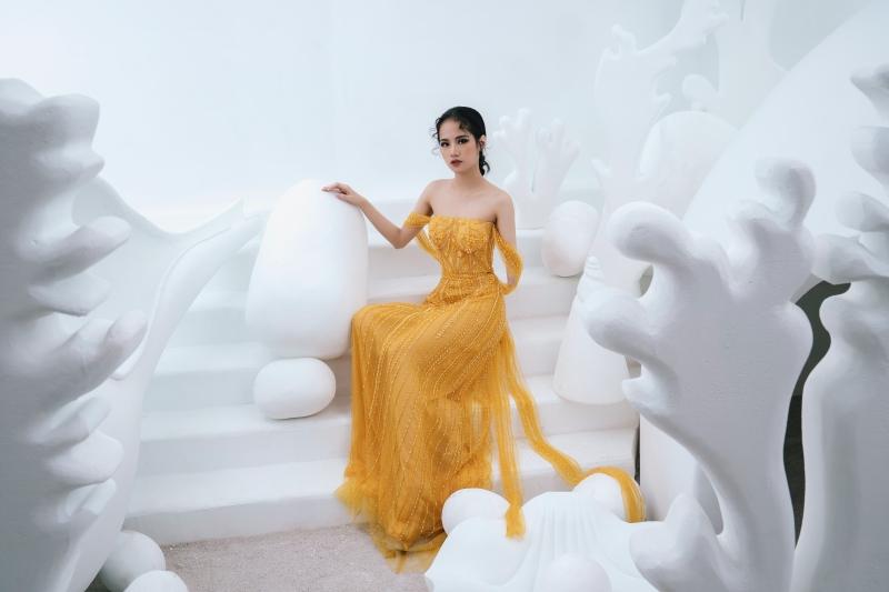 Model khuyết tay Hà Phương khoe vóc dáng với đầm dạ hội của Hà Duy 1