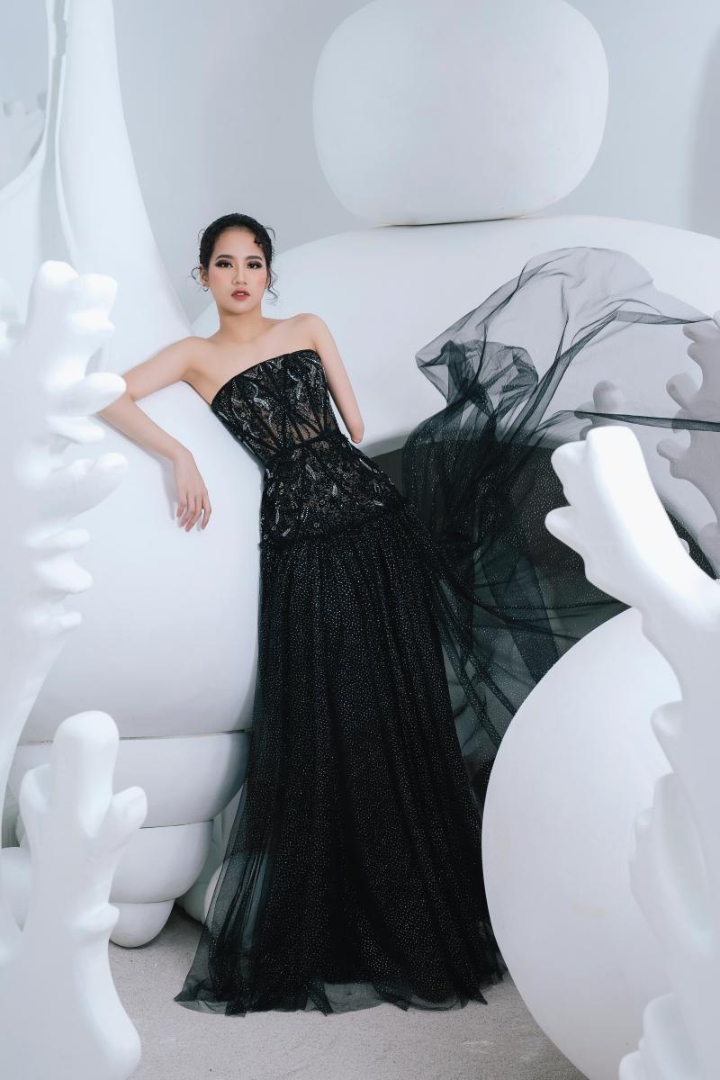 Model khuyết tay Hà Phương khoe vóc dáng với đầm dạ hội của Hà Duy 2