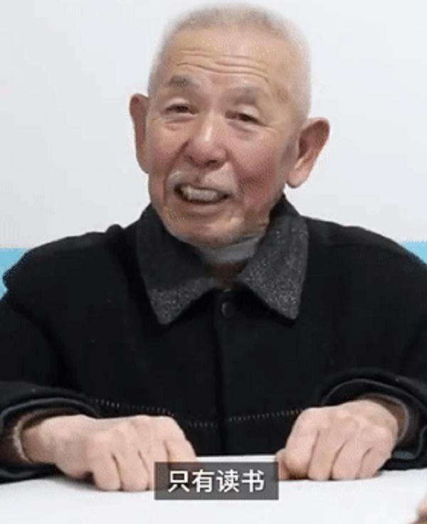 Ông Từ Hạo Xuyên, bí thư chi bộ làng.