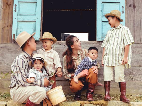 Thành Đạt - Hải Băng tung bộ ảnh gia đình nông dân siêu đáng yêu 7