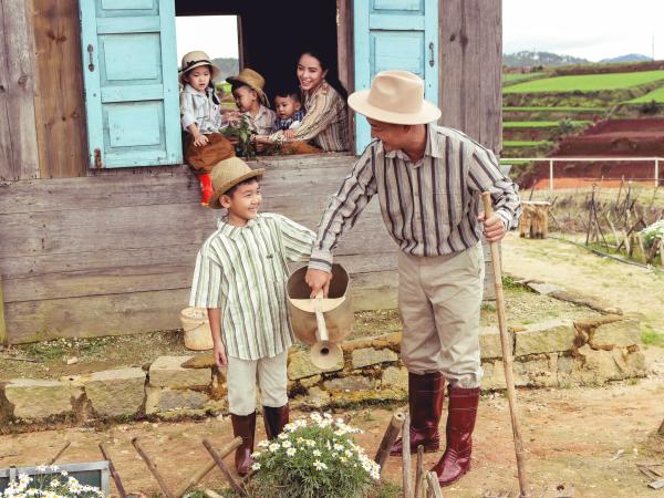 Thành Đạt - Hải Băng tung bộ ảnh gia đình nông dân siêu đáng yêu 2
