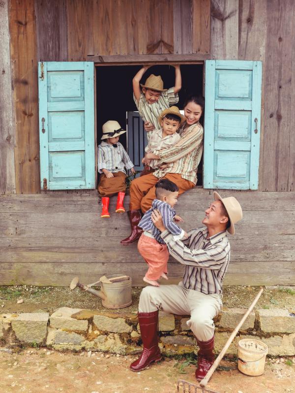 Thành Đạt - Hải Băng tung bộ ảnh gia đình nông dân siêu đáng yêu 6