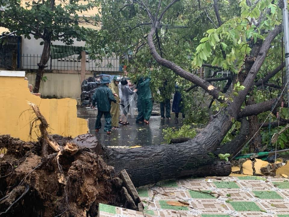 Thống kê những thiệt hại ban đầu tại Đà Nẵng, Quảng Ngãi, Phú Yên khi siêu bão số 9 càn quét mạnh nhất 4