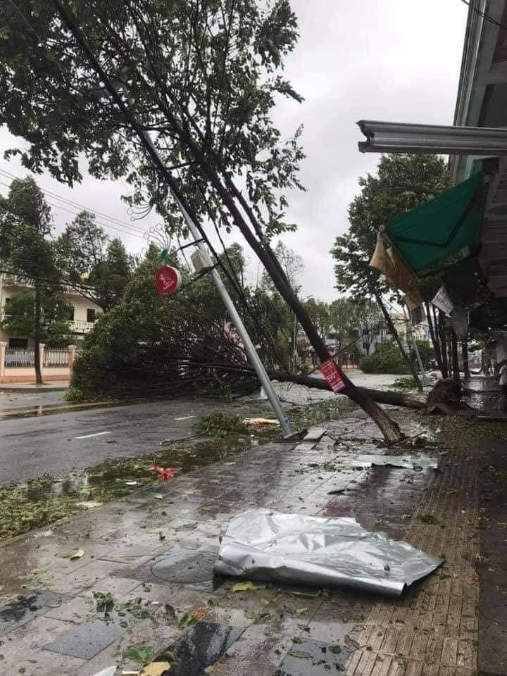 Thống kê những thiệt hại ban đầu tại Đà Nẵng, Quảng Ngãi, Phú Yên khi siêu bão số 9 càn quét mạnh nhất 11