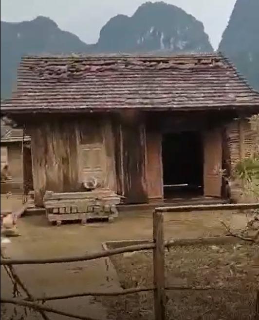 Khung cảnh xác xơ của xã Tân Hóa sau bão