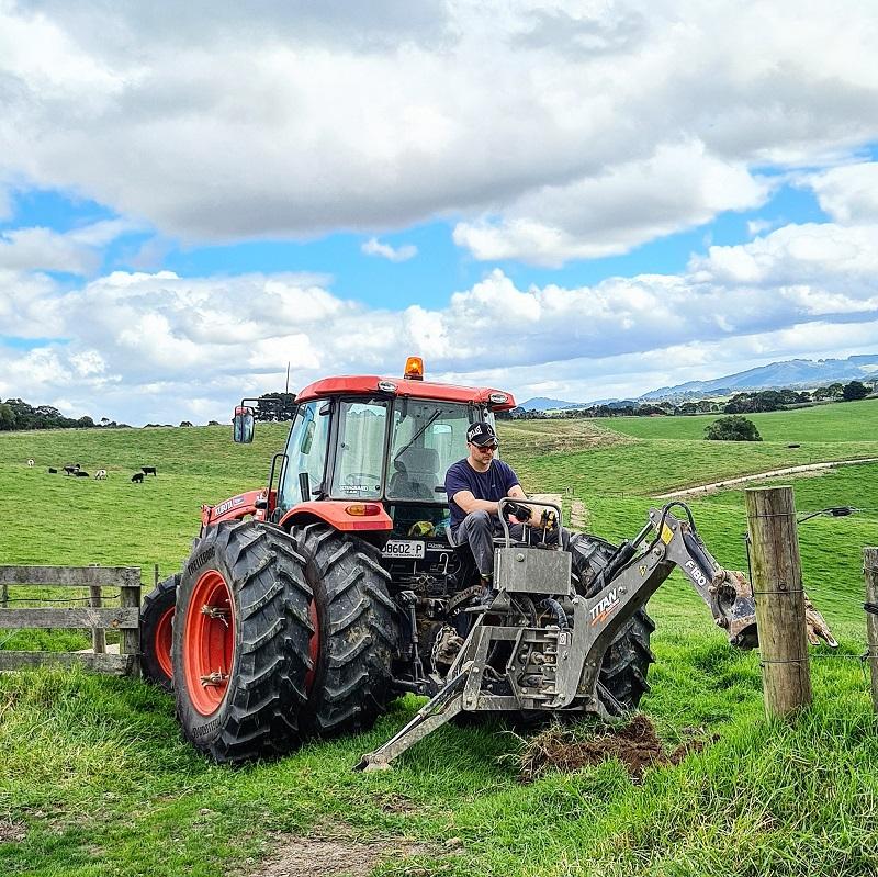 Thiếu nữ Hà thành bỏ việc theo chồng ngoại quốc về vùng nông thôn Úc, ngày ngày cuốc đất, nuôi bò 3