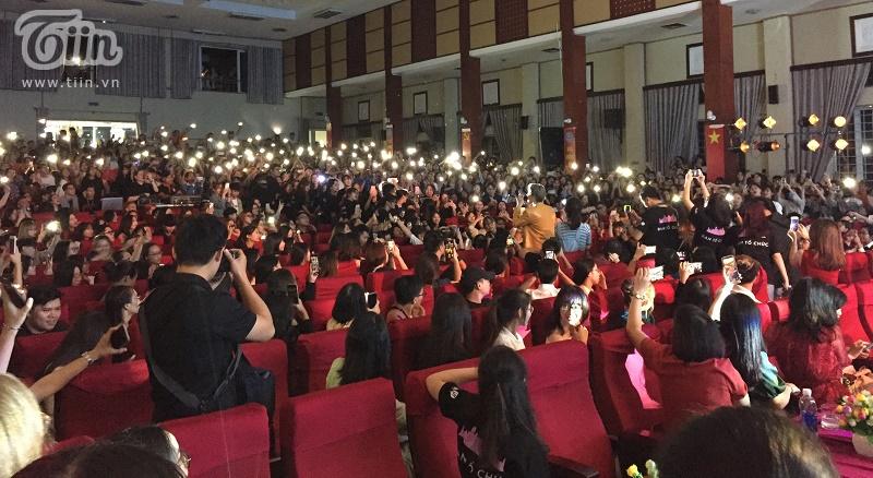Hàng ngàn sinh viên báo chí 'cháy' hết mình cùng Noo Phước Thịnh trong đêm Đại nhạc hội Sóng Trẻ Festival