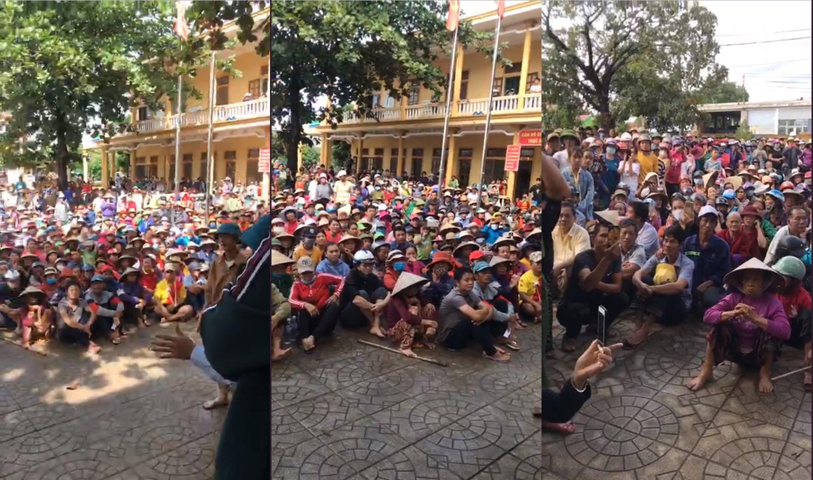 Theo chia sẻ của cán bộ địa phương, từ 7h sáng, người dân đã tập trung đông đủ để đợi viện trợ