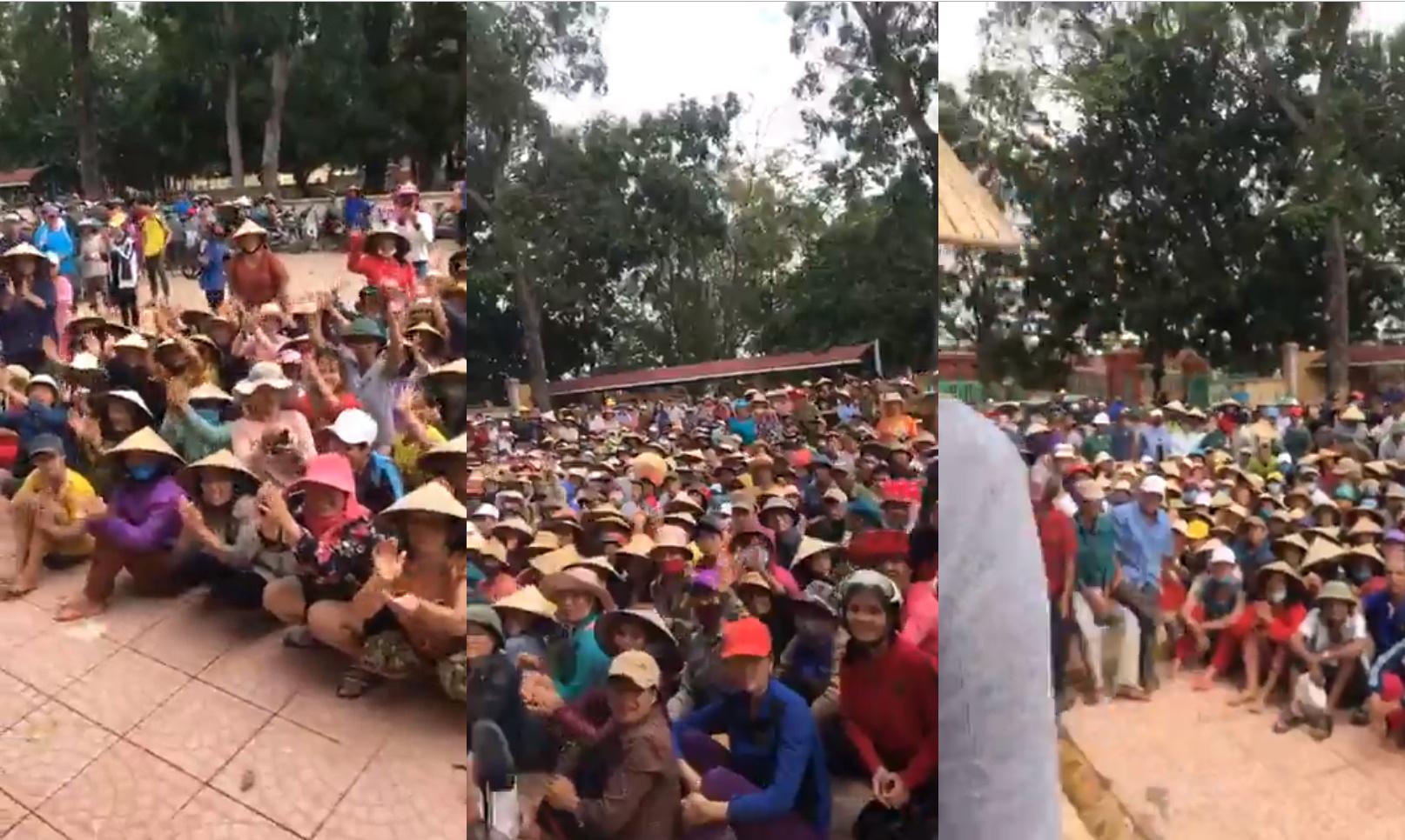 Hàng ngàn người ngồi chờ từ sớm để nhận tiền viện trợ từ đoàn của Thủy Tiên
