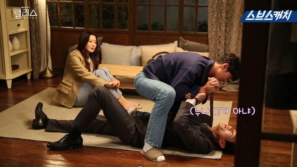 Joo Won - Kwak Si Yang nghiêm túc với cảnh hành động.