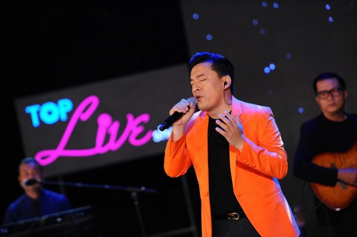 Con gái cưng liên tục vỗ tay theo nhạc khi xem Lam Trường biểu diễn trên sân khấu 3