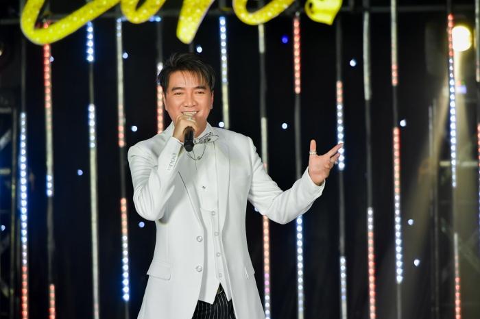 Đàm Vĩnh Hưng hát gây quỹ từ thiện, thẳng thắn đáp trả antifan chuyện ủng hộ miền Trung 1