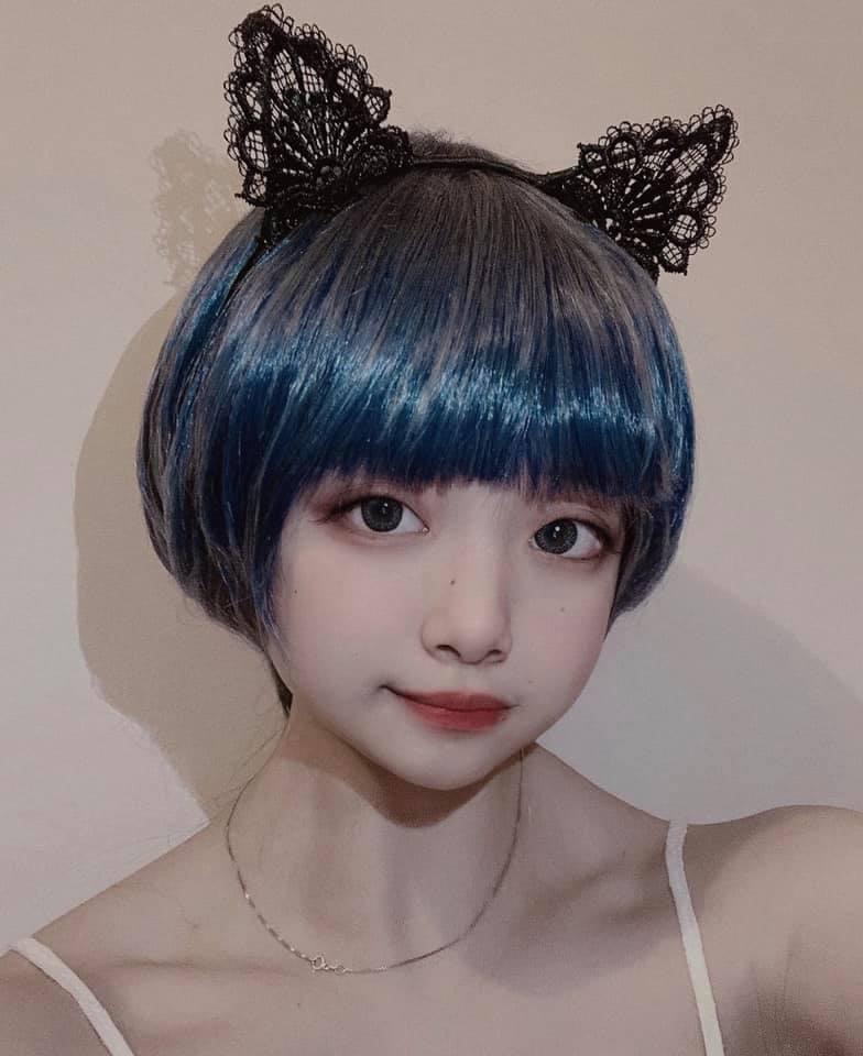 Cô gái theo đuổi phong cách lolita.