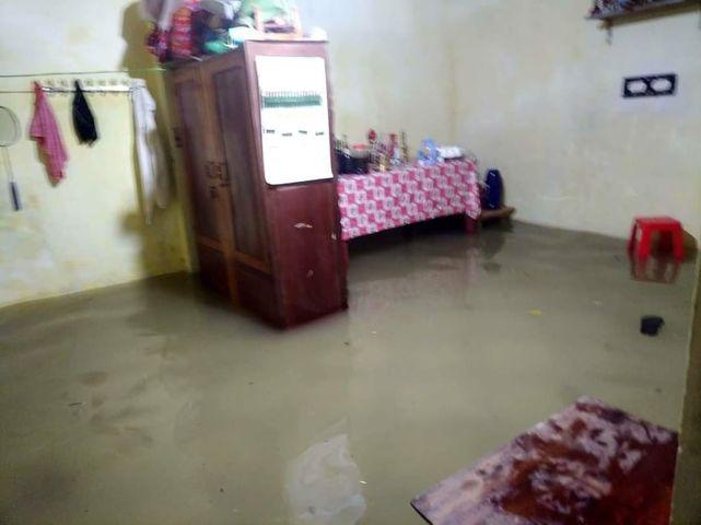 Nhiều hộ gia đình nước đã tràn vào trong.
