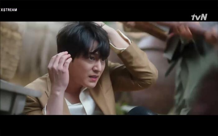 'Bạn trai tôi là hồ ly' tập 8: Bỏ mặc người tình, Lee Dong Wook xả thân cứu em trai Kim Bum trước? 38