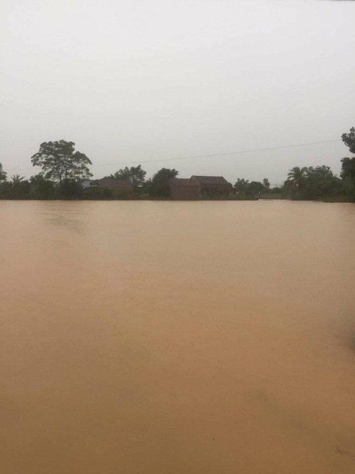 Nước lũ ở Nghệ An chưa rút, nhiều nơi ngập sâu trong nước 5