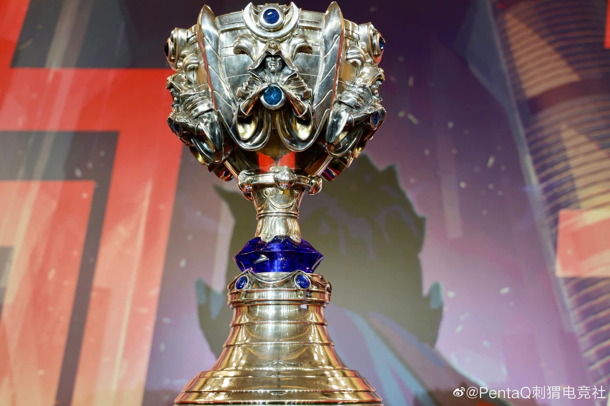 Cận cảnh chiếc cúp dành cho nhà vô địch CKTG Liên Minh Huyền Thoại 2020: nặng 16kg, đặt trong rương của Louis Vuitton 2