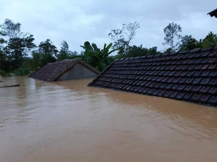 Nước lũ ở Nghệ An chưa rút, nhiều nơi ngập sâu trong nước 0