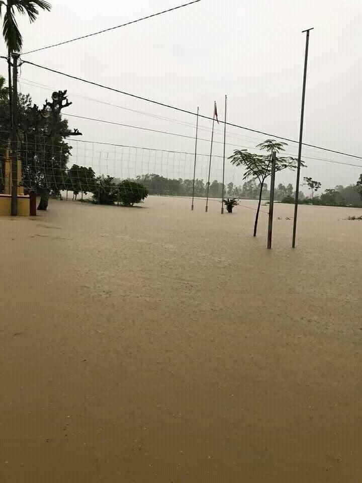 Nước lũ ở Nghệ An chưa rút, nhiều nơi ngập sâu trong nước 2