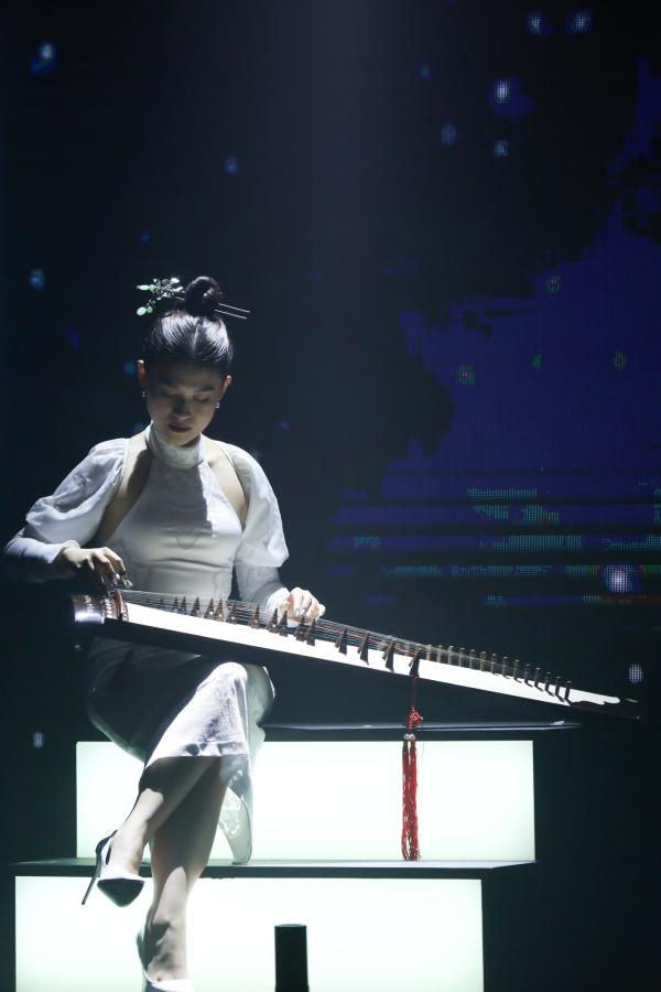 Ngọc Thanh Tâm dù rất bận rộn nhưng vẫn thu xếp và nhận lời tham gia chương trình, thể hiện tài năng chơi đàn tranh của mình để hỗ trợ phần biểu diễn của các gương mặt trẻ.