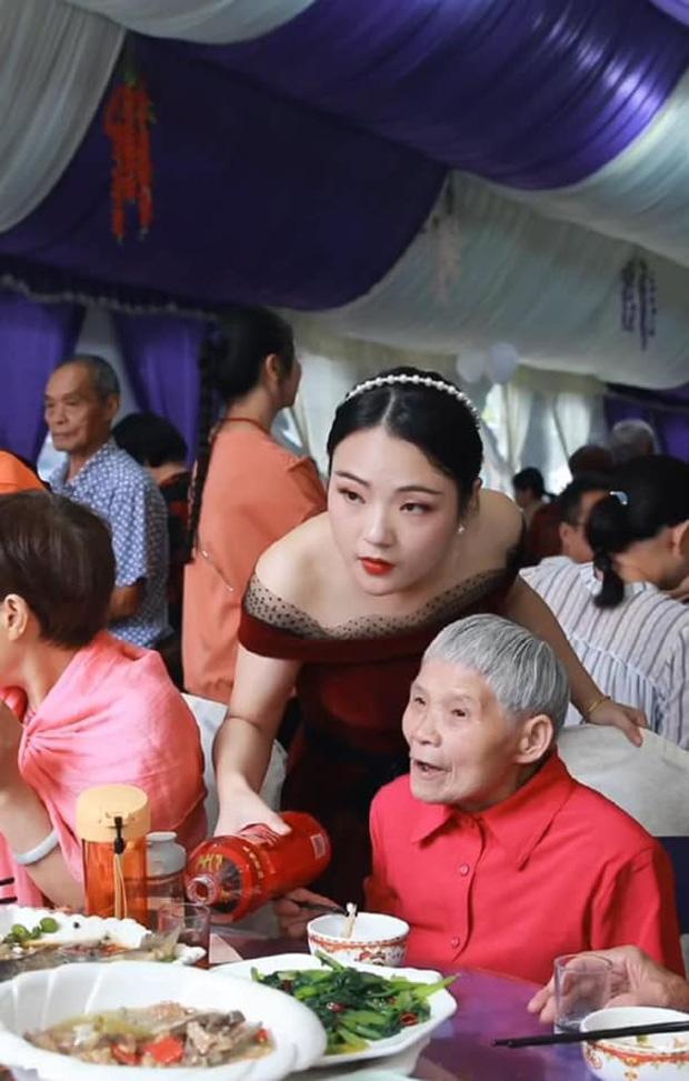 Thuê đúng tình cũ chụp ảnh cho ngày cưới, cô dâu chú rể nhận về bộ ảnh 'hết hồn' 4